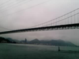 みもすそ川より関門橋を臨む